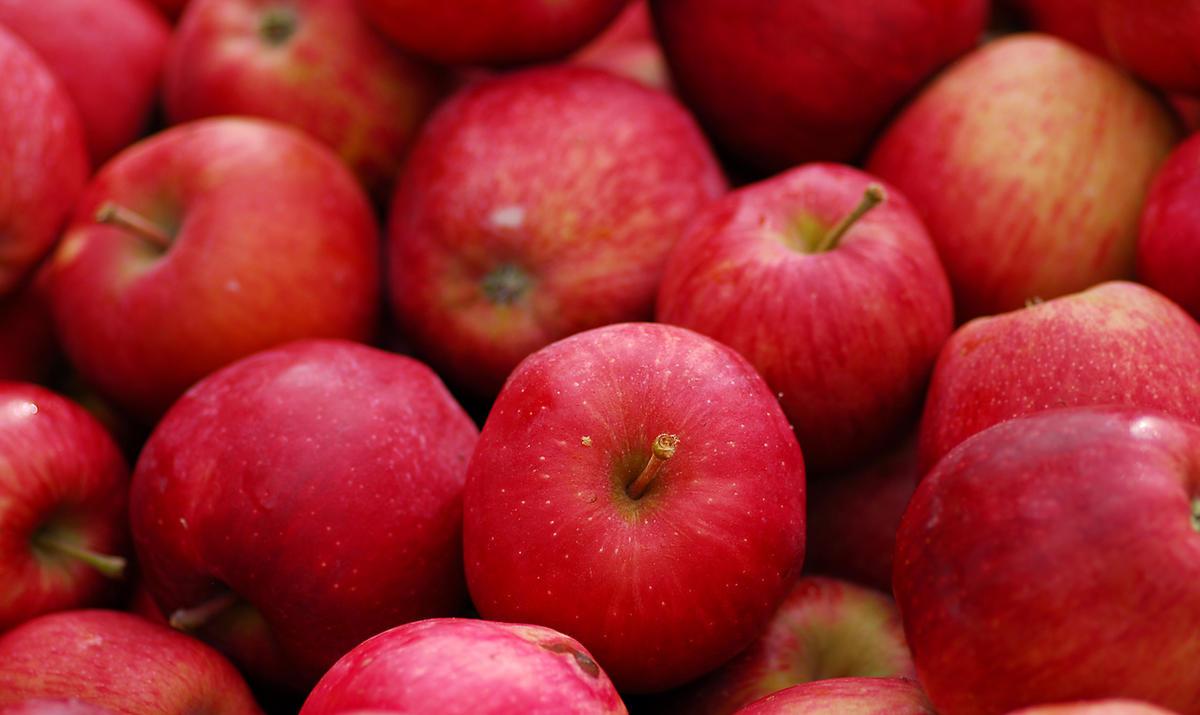 Apple very good stimulates digestion